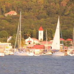 Keila Deshaies Guadeloupe, un grand voilier au départ de la baie