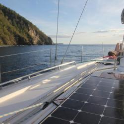 Keila Deshaies Guadeloupe, un voilier le long de la côte